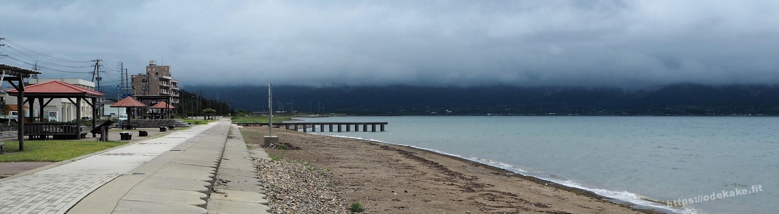 【佐渡】汚い?くもりすぎ?佐和田海水浴場の海に来たよ。遊歩道は綺麗。